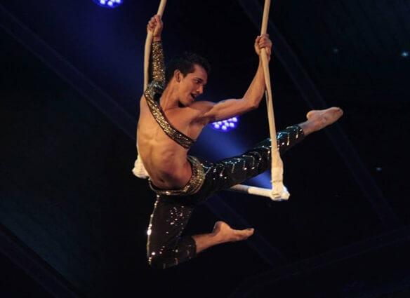 Season 6 (2015): Aerial dancer Manik Paul