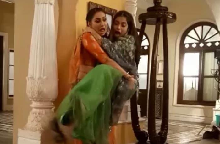 Rishina Kandhari carries Pooja Singh 11 times for a scene in Aye Mere Humsafar
