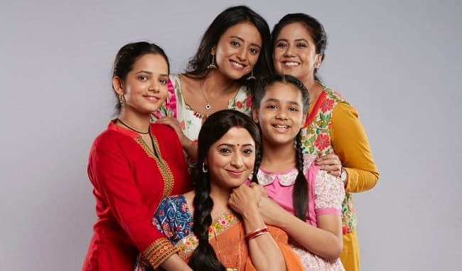 I am surprised to see that my onscreen daughters and I are so similar says, Reena Kapoor